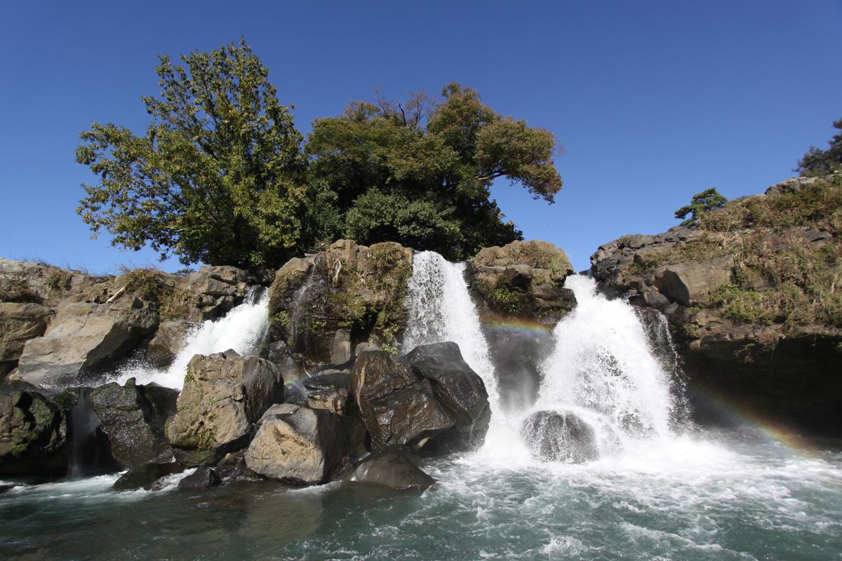 Ayutsubo Falls